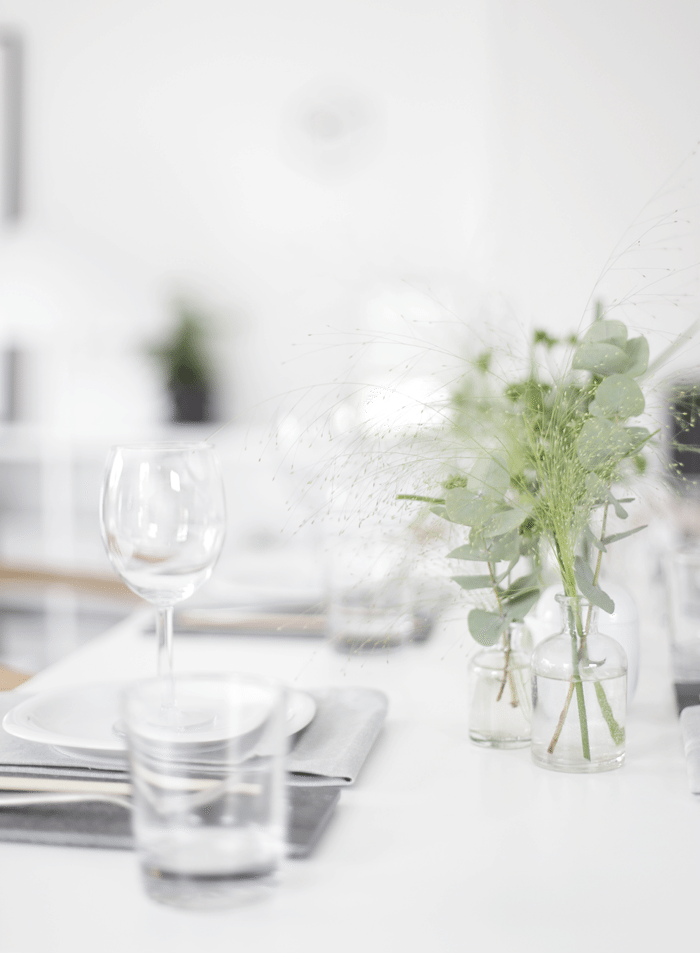 Table setting_simplicity