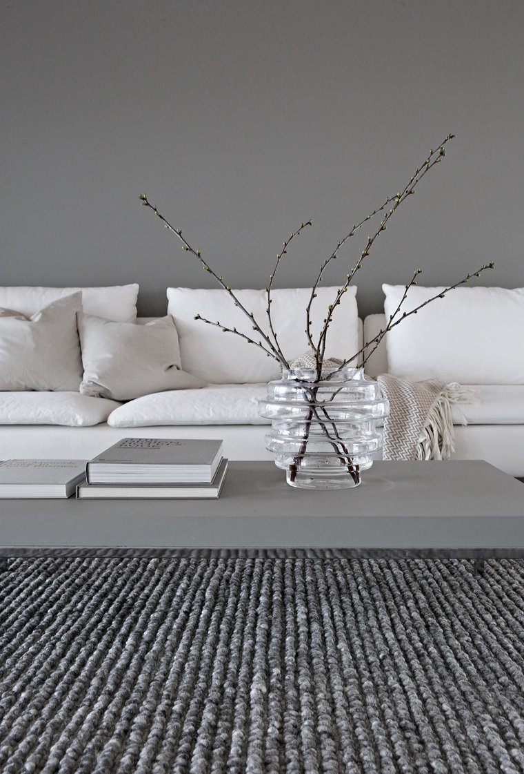 While waiting for spring, Greige living room Stylizimo