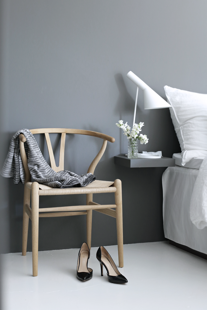 Wishbone-chair_bedroom