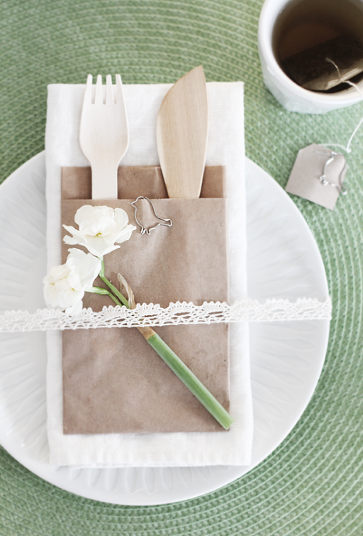 Table setting: Easter lunch