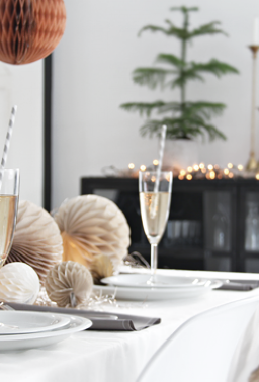 Make a festive table setting for New Year´s!