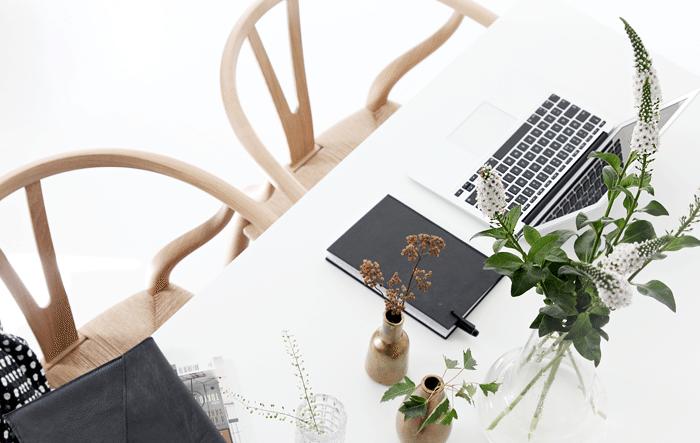 Workspace_wishbone chair