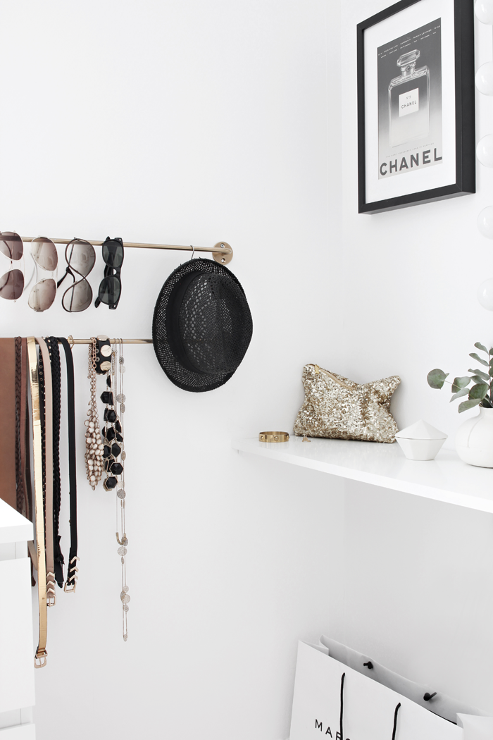 Organizing_walk-in-closet