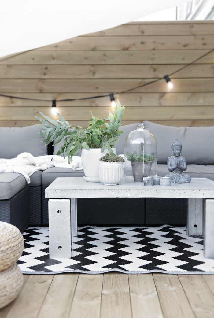 Concrete table_outdoors