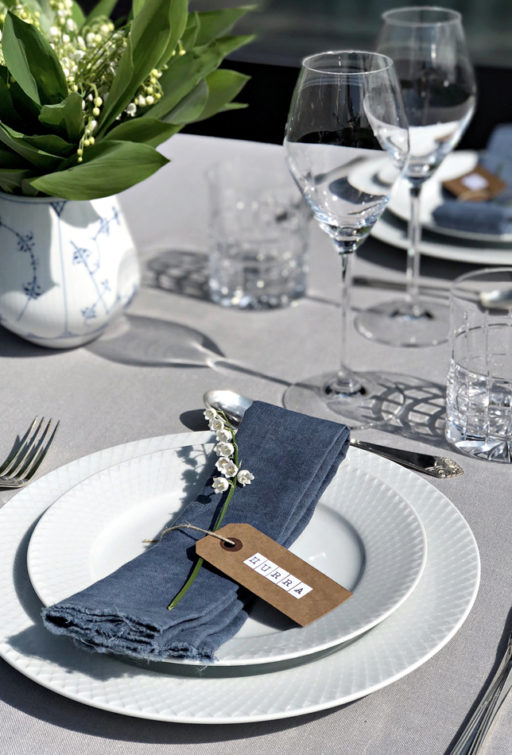 Table setting with summer feeling