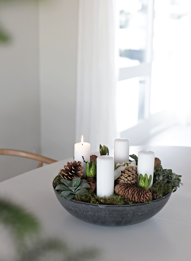 DIY Christmas flower arrangement