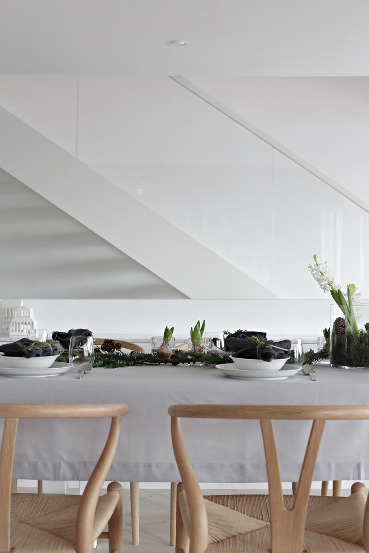 an-easy-christmas-table-setting