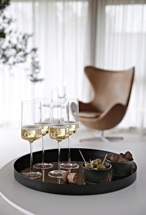 Capri – en elegant nyhet med stramme linjer og løvtynt glass
