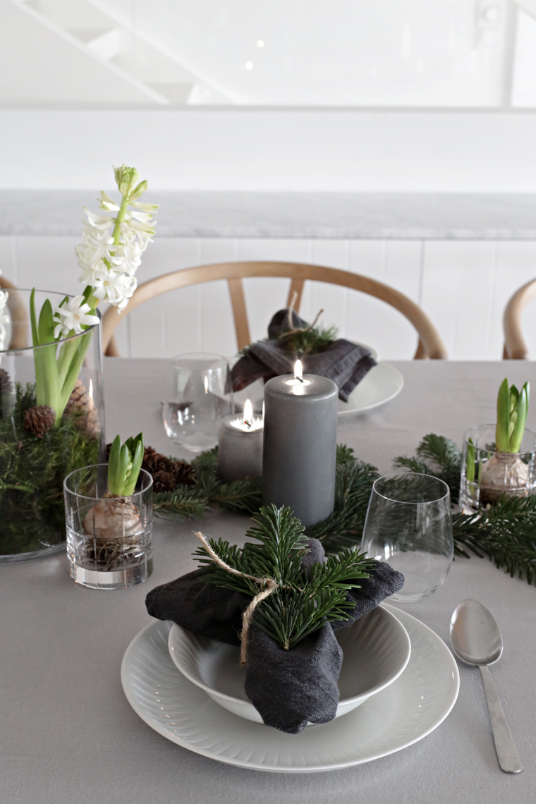 An Easy Christmas Table Setting Stylizimo