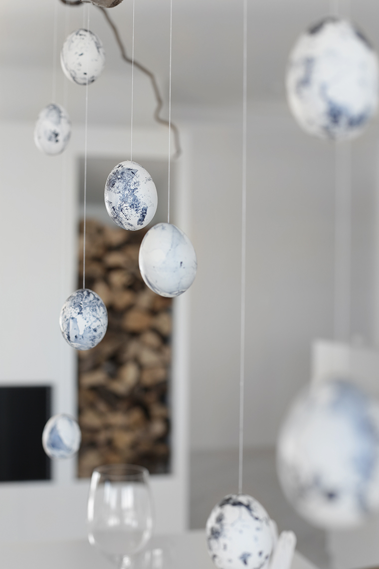 DIY marble easter eggs