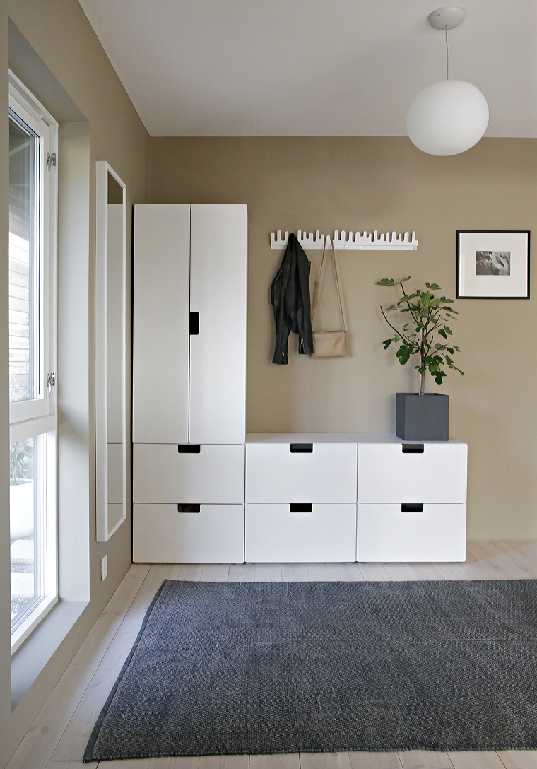 lady cashmere in the hallway stylizimo. Black Bedroom Furniture Sets. Home Design Ideas