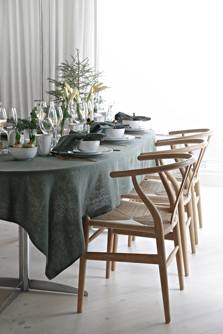 Green Christmas table setting