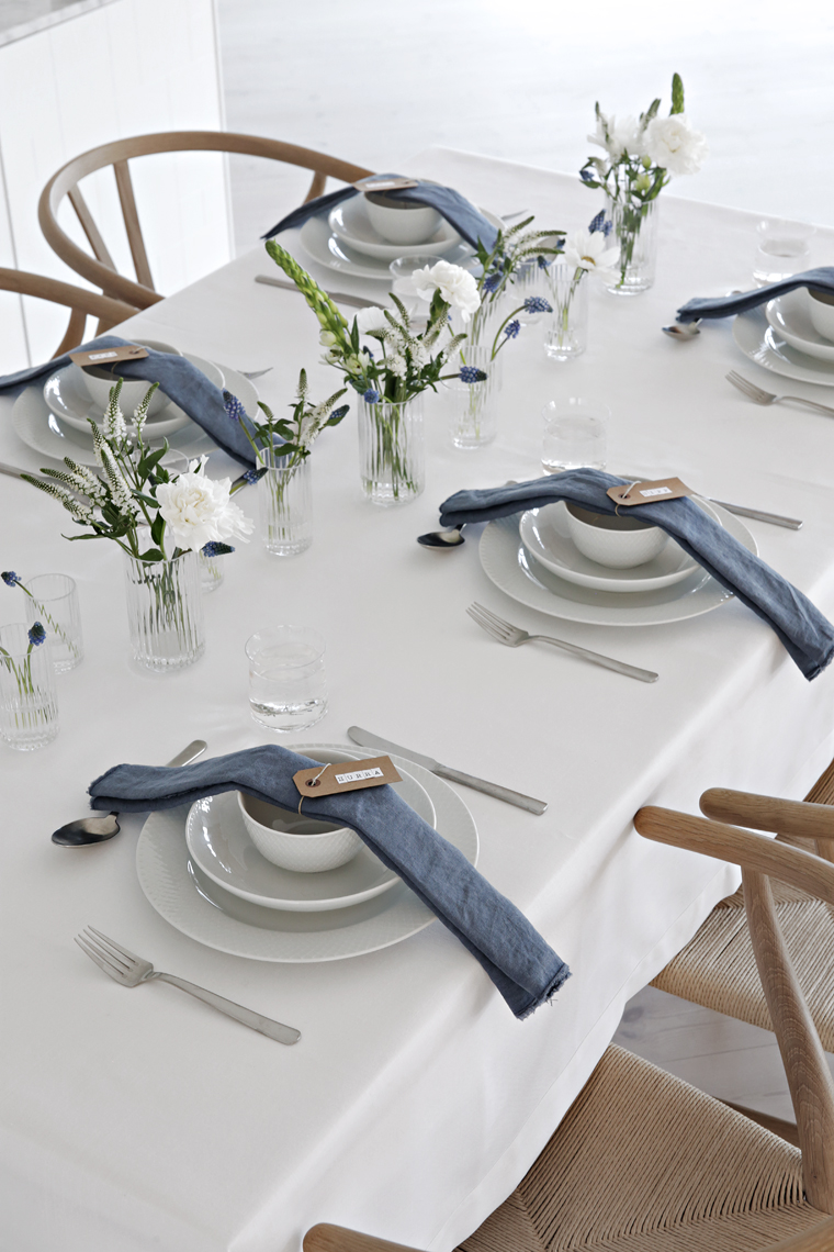 White and blue table setting & White and blue table setting | Stylizimo