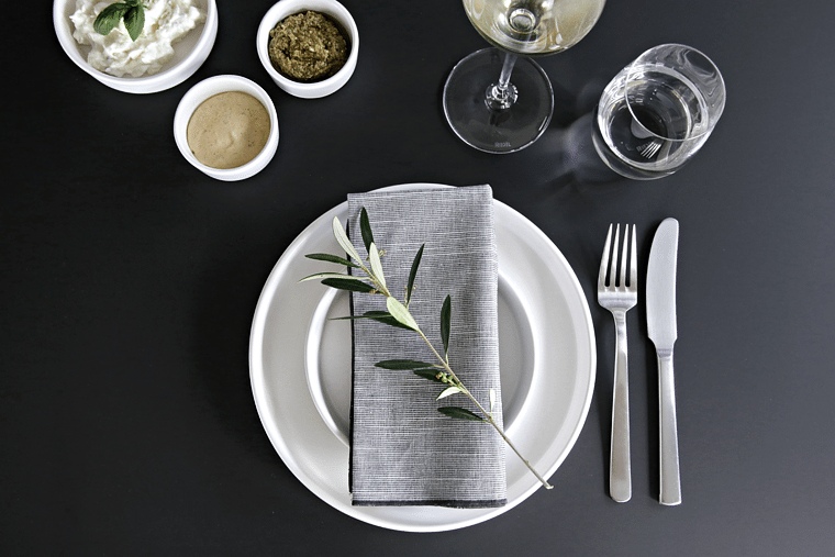 Table setting_olive