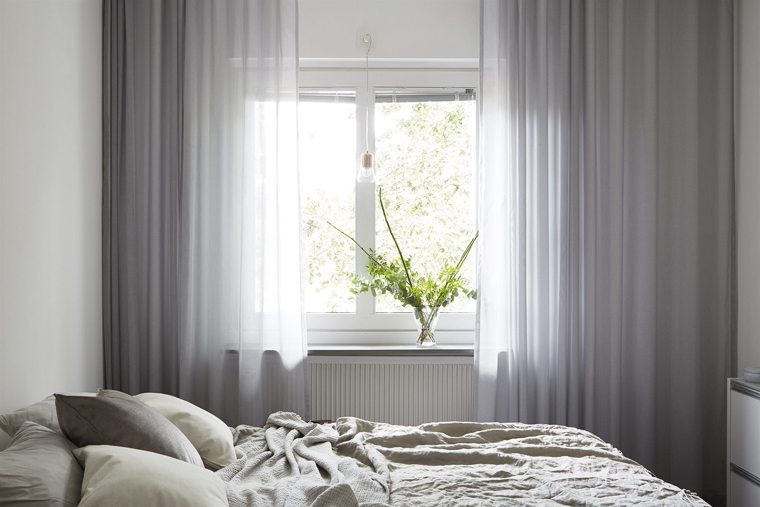 Decorating tips for the window sill