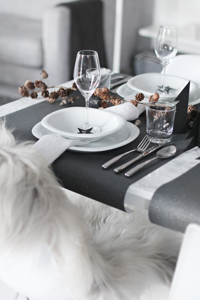Table-setting_black-and-brown
