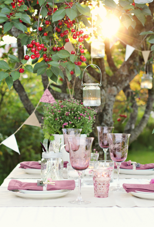 Table setting: Purple outside