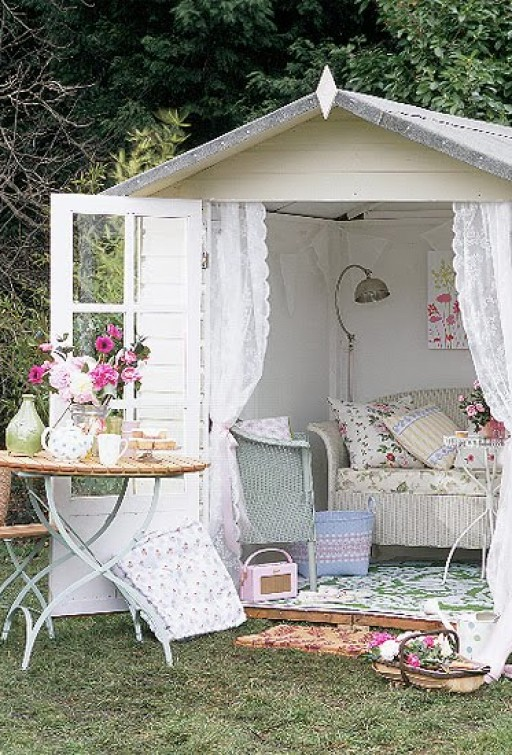 3 different ways to decorate a summerhouse