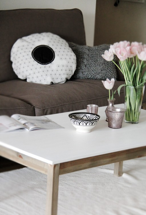 Coffee table on a budget – BEFORE AND AFTER