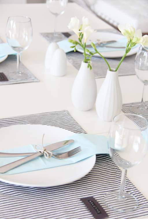 Table setting – Welcome friends