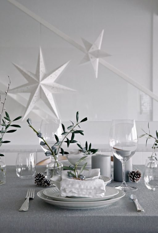 Table setting Christmas Eve
