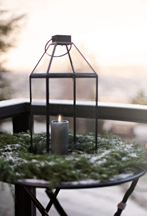 A simple outdoor christmas decoration